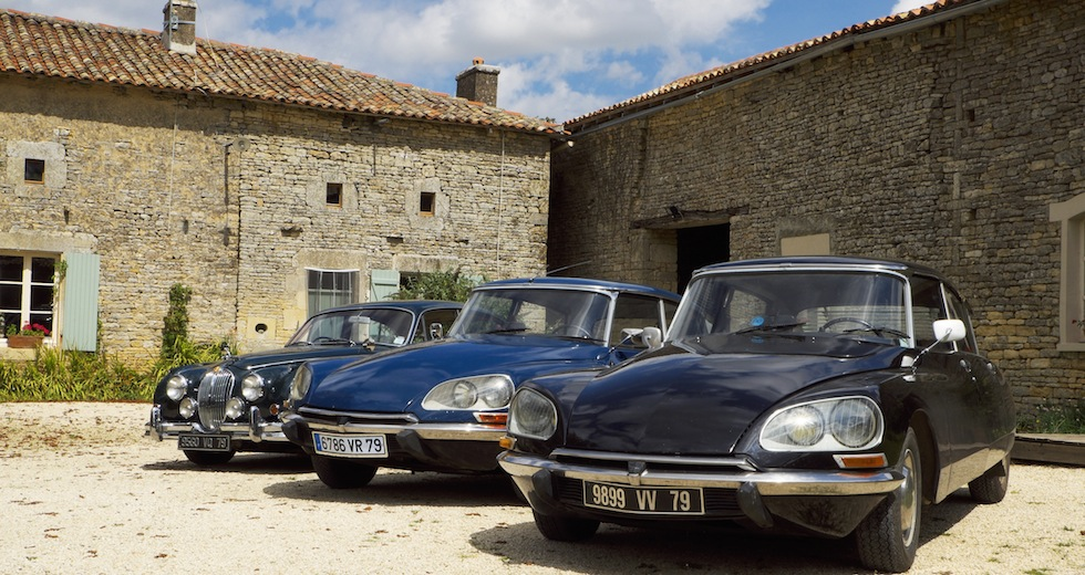 Three Classic Cars, Vanzay
