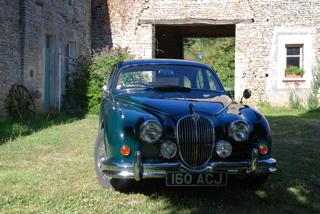 Angouleme Circuit des remparts Charente rally gite holidays citroen ds hire Jaguar MK2
