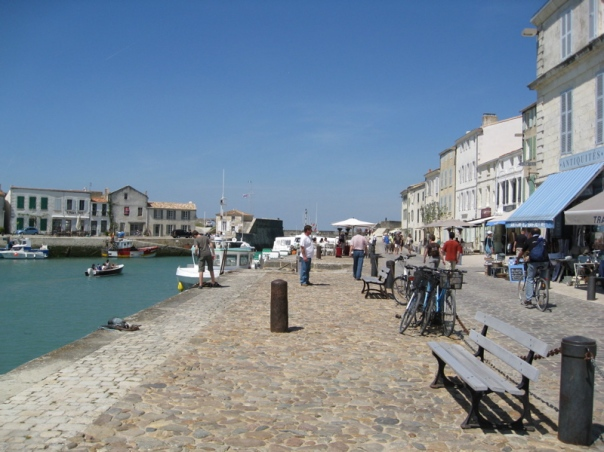Ile de Re St-Martin-de-Re Charente Maritime gite holidays swimming pool classic car rental