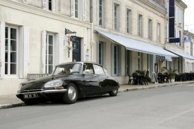 Citroen DS23ie Classic Car Hire Poitou-Charente