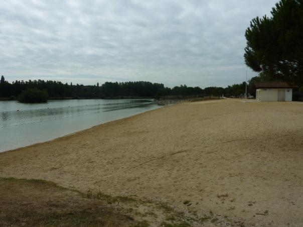 Plan d'eau de la Grande Prairie Angouleme Swimming Lake family gite holidays poitou charentes classic car rental