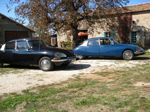 Hire a Citroën DS, classic car holiday Poitou Charentes France