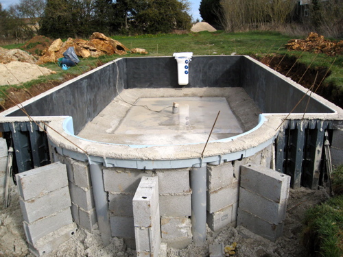 Heated swimming pool at gites in Poitou-Charentes