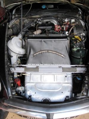 Citroen DS23ie oil pump, classic car holidays France, Citroen DS hire France