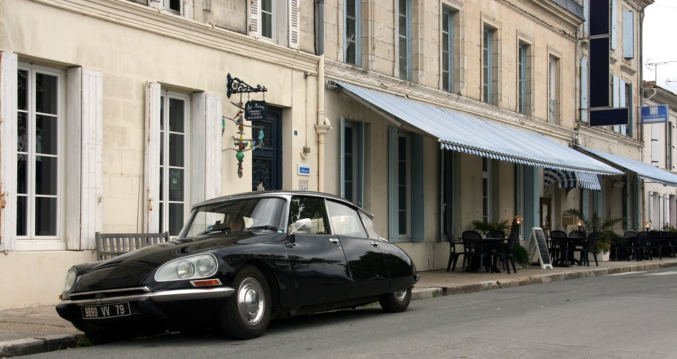 Citroen DS23ie available for our guests