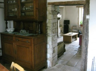 La Petite Maison lounge from kitchen