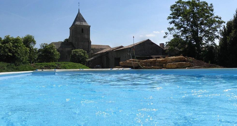 Pool at La Ferme De L'Eglise, vanzay