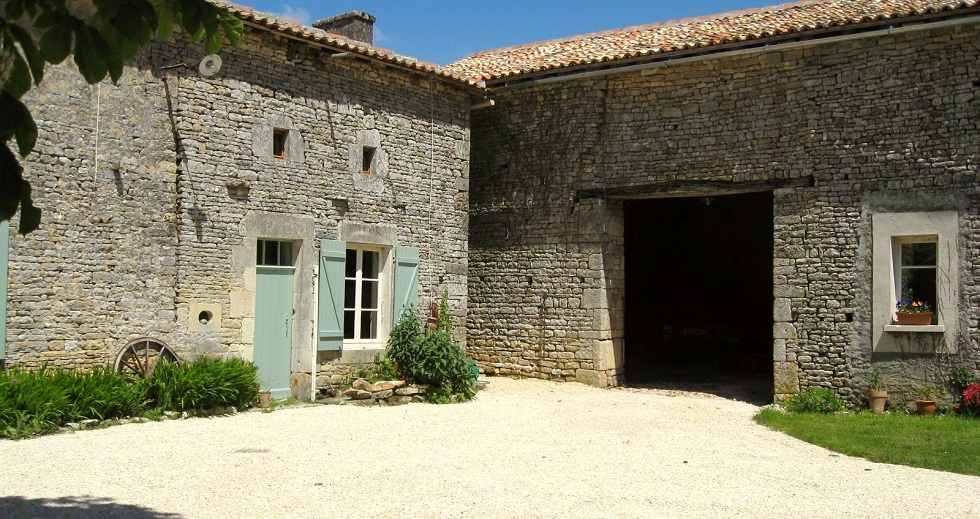 La Petite Maison from the courtyard