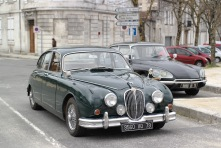Jag MK2 and Citroen DS in Angouleme